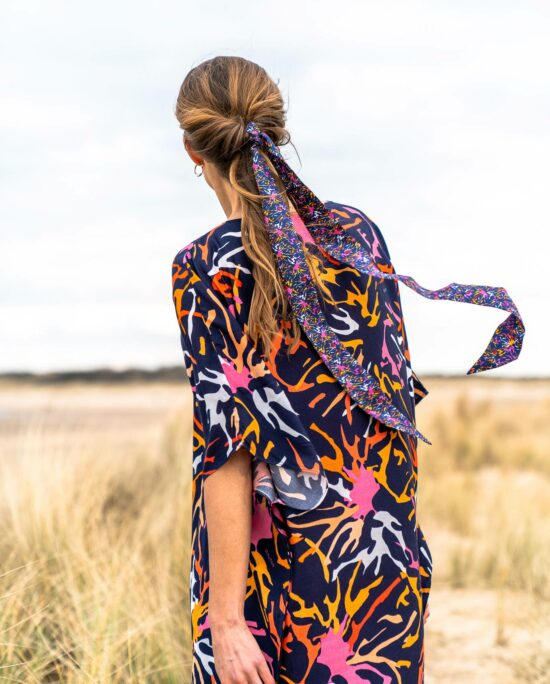 woman from behind with a blue kaftan dress