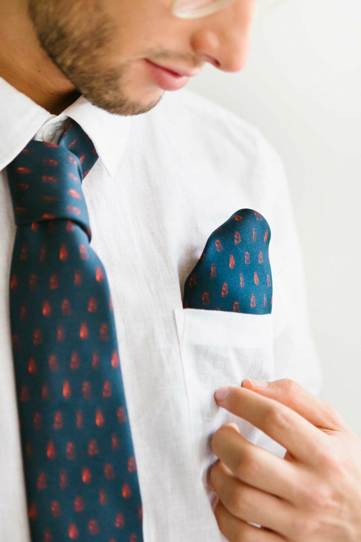 blue tie and pochet for men