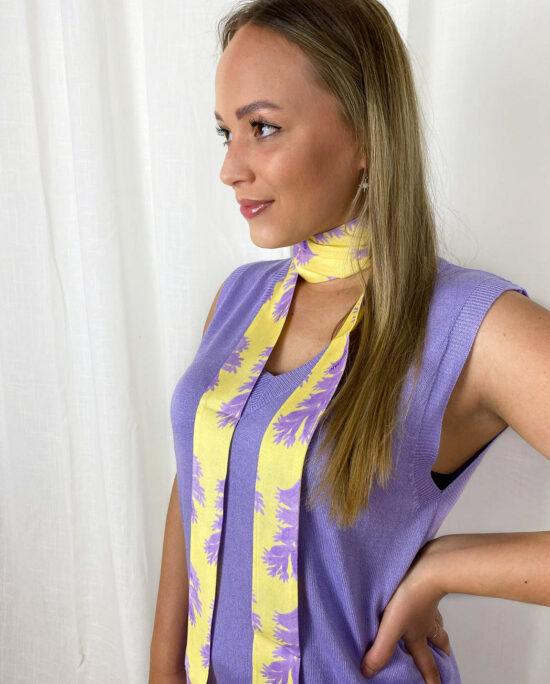 woman with a lilac home suit and a yellow ribbon