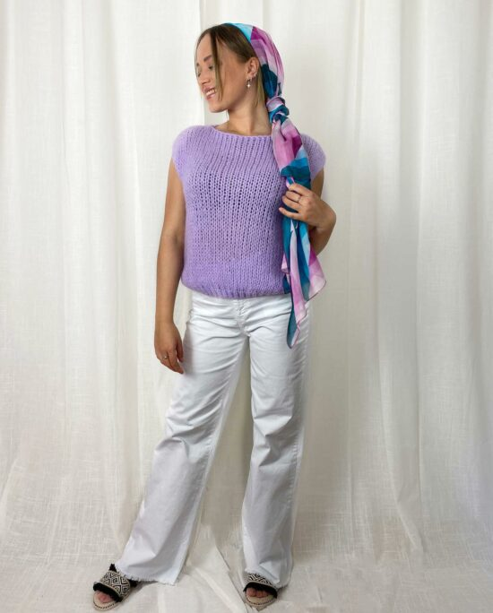 woman with a lilac knitted sweater and a lilac and white denim pants