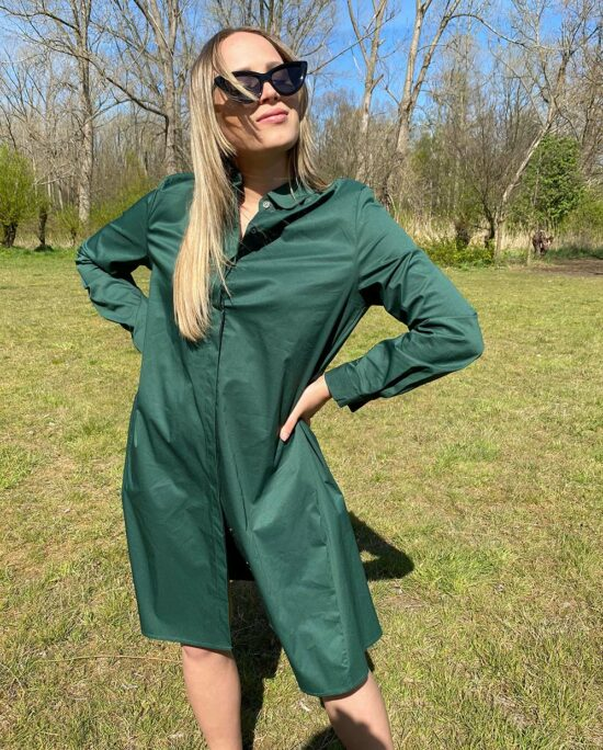 woman with a green dress in the park