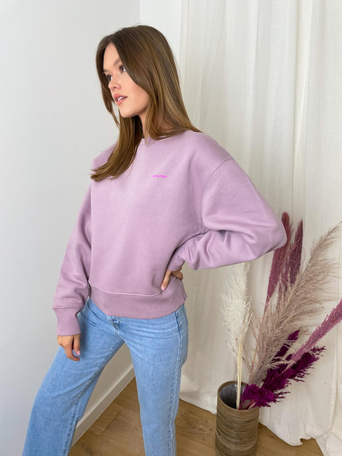 woman with a lilac sweater and denim pants