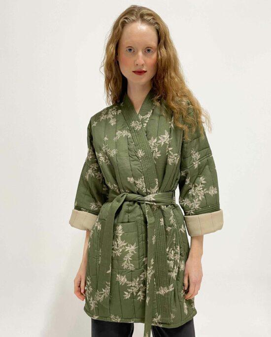woman wearing Quilted kimono Lumi Coffee Bean khaki