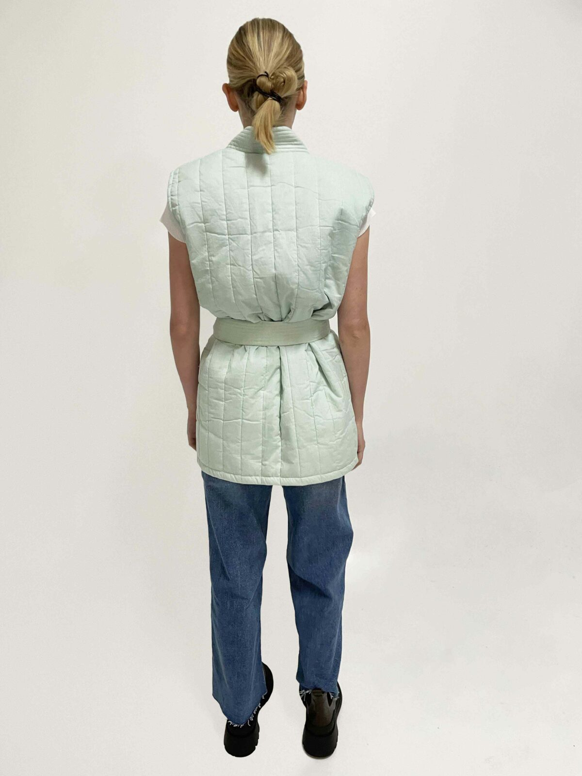 back woman wearing quilted sleeveless jacket Lucie in mint